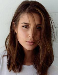 Coiffure visage rond cheveux raides - 40 coiffures canon pour les visages ronds - Elle