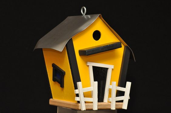 College themed birdhouse- These are so cool, every bird needs one! @Goodsmiths