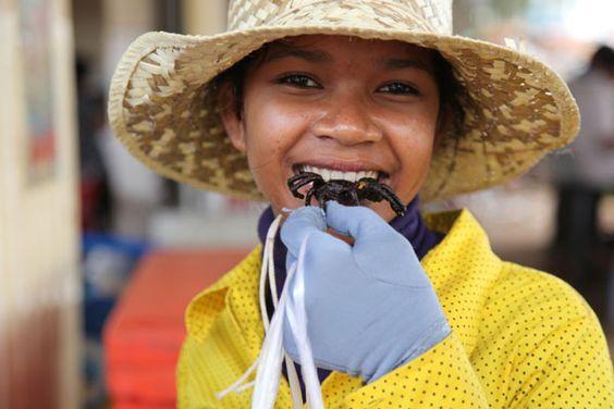 Những người Campuchia xưa rất thích ăn món côn trùng