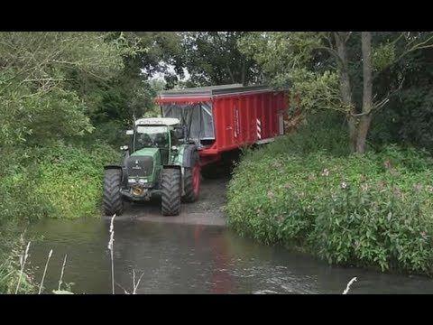 Spreading Compost - FENDT 930 + Tebbe HS240 Tridem - YouTube