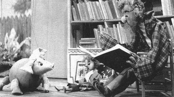 Coco en de Vliegend Knorrepot. Wat waren al die programma toch allemaal naïef! En wat was het gezellig met alle buurkinderen bij die ene buur, die  televisie had, ademloos naar dit wondermedium kijken.