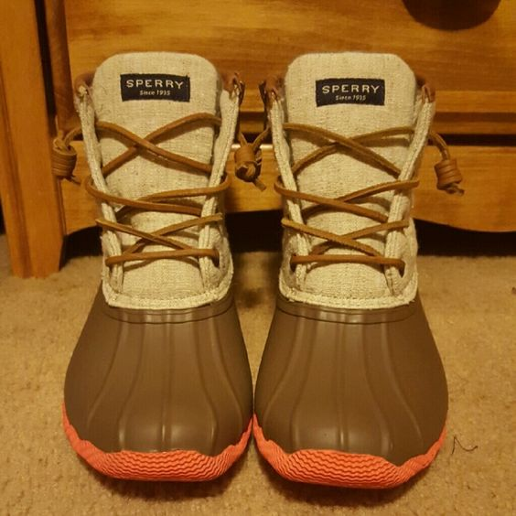 Sperry women's saltwater duck booties Great condition. Worn once, didn't fit. Perfect for cold or rainy weather. Comes with box. Sperry Top-Sider Shoes Winter & Rain Boots