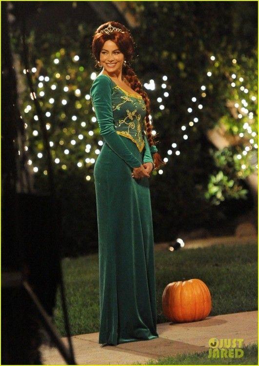 Who Dressws Up As Fiona For Halloween 2020 Fiona Princess Wedding Dress Up in 2020   Kleider, Prinzessin