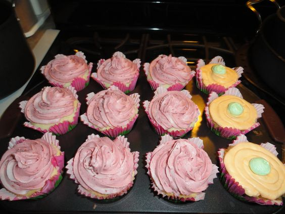 ... cream cheese frosting cupcakes | treats & sweets | Pinterest | Sour