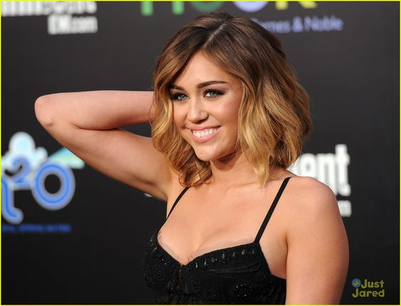 i love her ombre hair, i think i wanna die mine like this!