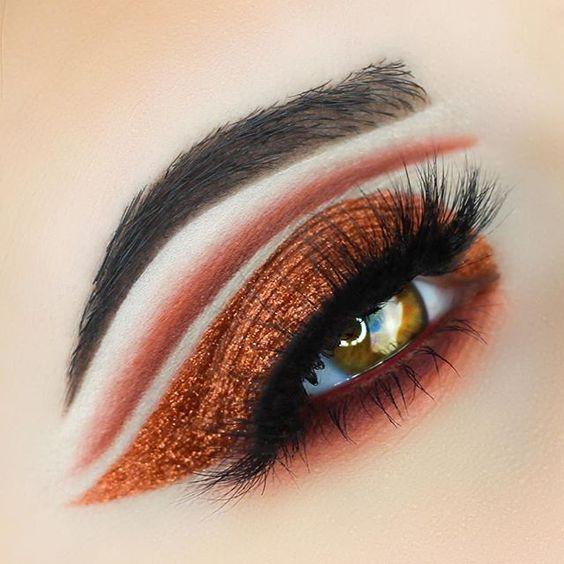Bold copper glam by @emilyann_mua. She used: • Vegas Lights • Tuscan Sun •…
