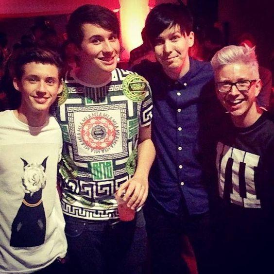 Troye Sivan, Danisnotonfire, AmazingPhil and Tyler Oakley <3 Favorite youtubers in one picture <3