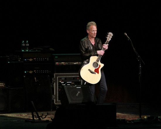 Lindsey Buckingham captures the audience in Ithaca