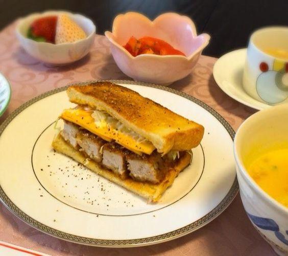 お夕飯の残りでサンドイッチ♪ 仕事始めなので、カツで気合い☆ - 33件のもぐもぐ - ⭐️カツサンド⭐️かぼちゃポタージュ&チーズクルトン by MASa19