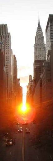 Manhattanhehge, the alignment of the setting and rising Sun with the 'east-west' grid streets in Manhattan during the solstices.