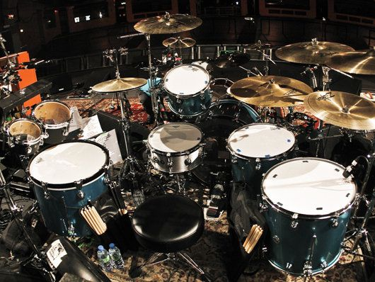 Dave Grohl - Them Crooked Vulture live drum set