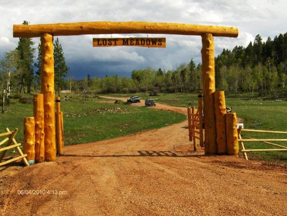 Rustic ranch entrances for Ranch entrance designs