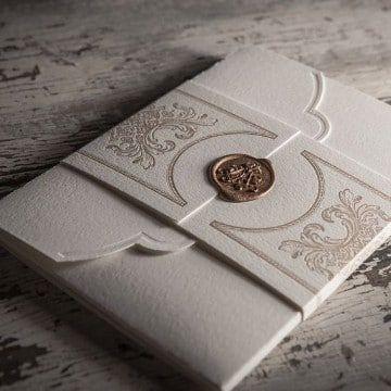 partes de matrimonio elegantes en dorado y blanco