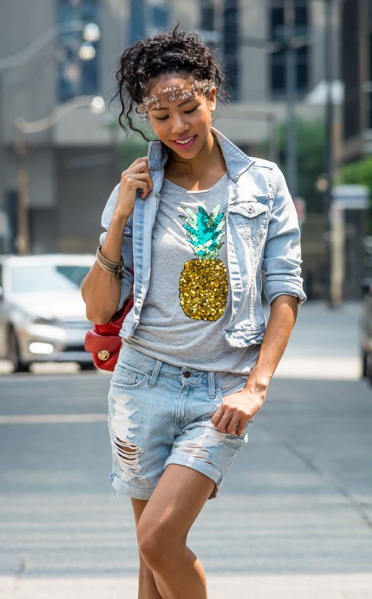 @blasiangurlblog dresses down our sequin pineapple tee with casual denim. | H&M OOTD