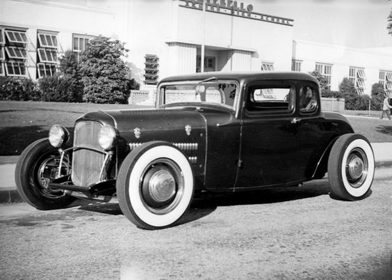 Lynn Yakel's 1932 Ford 5 Window Coupe