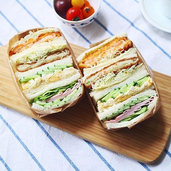 I made big fat #Sandwich again. キャベツと揚げ物のサンドに ハマってしまった←太りそう . 海老カツとコロッケサンドが食べたくて またまたサンドイッチでおうちランチ . 挟むのを控えめにしたけど 崩壊しそうでねー サンドイッチパンって事を忘れて ついぎゅうぎゅうしたら、 . サンドイッチ用のパンだから薄くて 一部ぺったんこ . . #IGersJP #instagramjapan #livstagrammer #LIN_stagrammer #KURASHIRU
