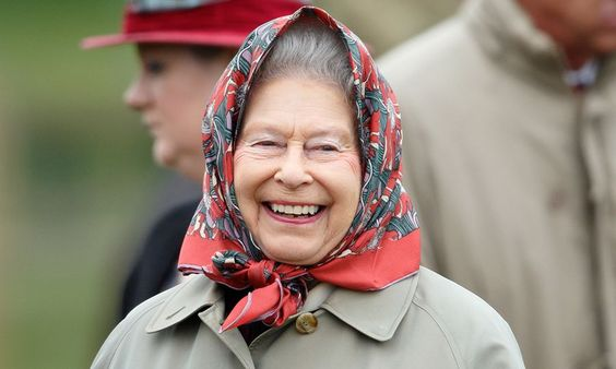 See How The Queen Likes To Prank Unsuspecting Tourists