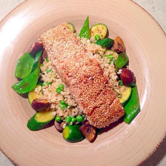 レシピとお料理がひらめくSnapDish - 45件のもぐもぐ - Sesame Crusted Salmon, Brown Rice, Snow Peas Courgette and Mushrooms by Chrisy Hill
