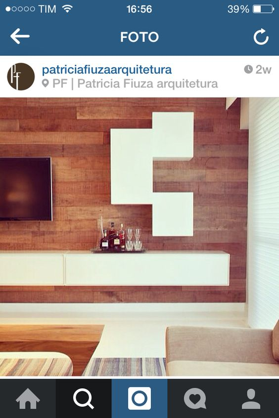 Painel de madeira, piso claro
