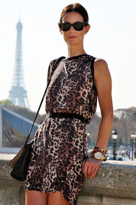 Vestido com animal print - Acessórios - Veja em http://vestidododia.com.br/dicas/como-combinar-acessorios-com-vestidos-estampados/