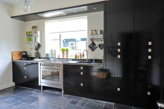 Slegers natuursteen keuken en bad zwarte keuken in twello bij deventer met de hand - Zwarte hoek bad ...
