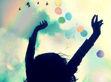 En ce début d'année, nous allons souhaiter à nos proches la santé et le bonheur. Mais si notre bonheur dépendait avant tout de nous ? C'est la thèse défendue par la psychologie positive, un courant qui fait beaucoup parler de lui en ce moment. Voici cinq exercices pour se sentir plus heureux au quotidien., par Audrey