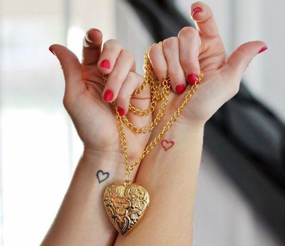 Jessica Szohr kleine Tattoos am Arm