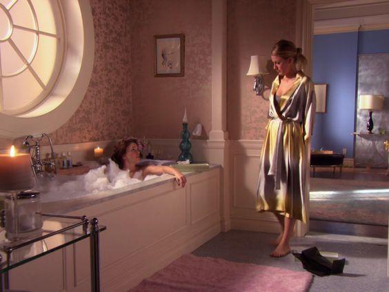 Serena van der woodsen silk robe and blair waldorf gossip for Bathroom scenes photos