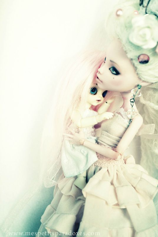Lilirose (Dollzone Momo) et Sophie (MH Draculaura OOAK)  www.mespetitsparadoxes.com