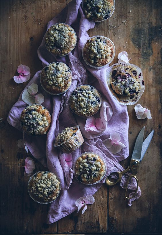 Call me cupcake - blueberry lemon muffins with cardamon crumble topping