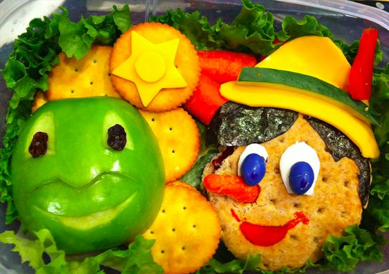 http://blogs.disney.com/oh-my-disney/2015/11/10/7-disney-inspired-lunches-youll-want-to-stare-at-forever/?cmp=smc|275317033
