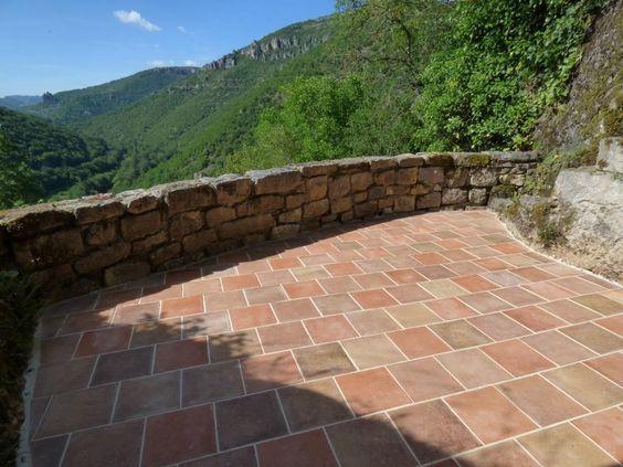 Terrasse en terres cuites non-gélives - finition Patiné Main Antiquaire - format 20 x 20 x 2 cm