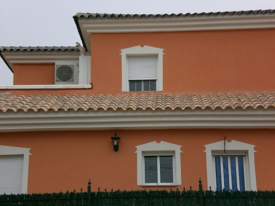 korall színű ház