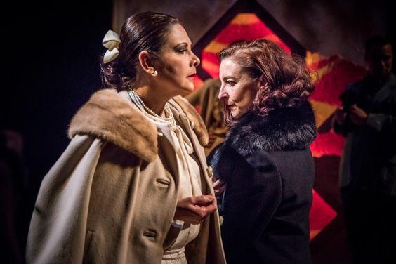 Rubinstein (Ana Verónica Muñoz - left) and Arden (Luz Nicolás - right) face to face. Photo Lonnie Tague