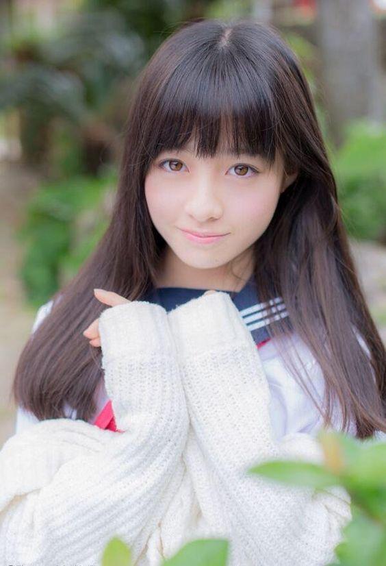 白いセーターの橋本環奈