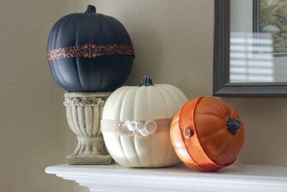Kürbisse färben-Ideen dekorativ-arrangieren herbst Halloween Deko basteln
