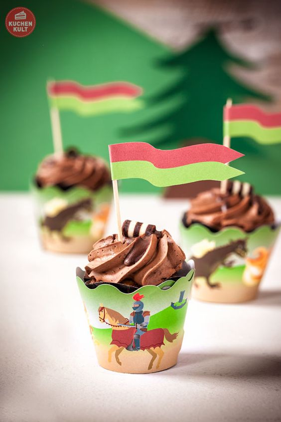 Ritter-Kindergeburtstag-Burg-Torte-Cupcakes-Topper