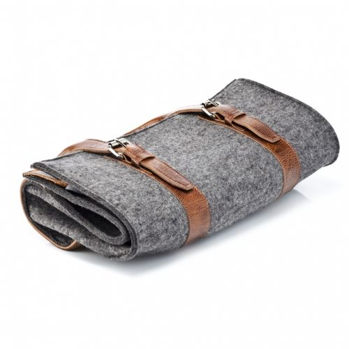 Graf & Lantz - Carry All | 379 bucks - https://www.graf-lantz.com/wares/travel/carry-all