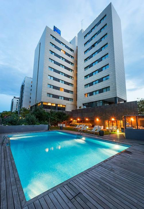Tryp Valencia Oceanic Hotel Valencia Pool With Images Vacation Pool