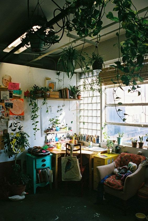 What a gorgeous work space and loving the plants up high, I think I may have to do this too.