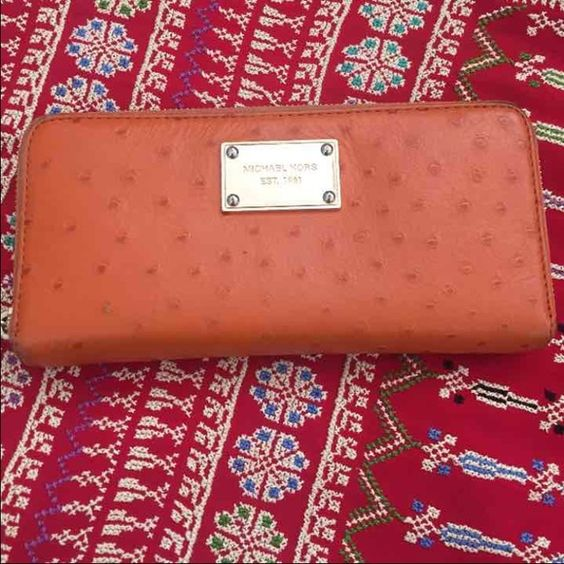Authentic Mk wallet, good condition Authentic Mk wallet, good condition, looks new from inside. Michael Kors Bags Wallets