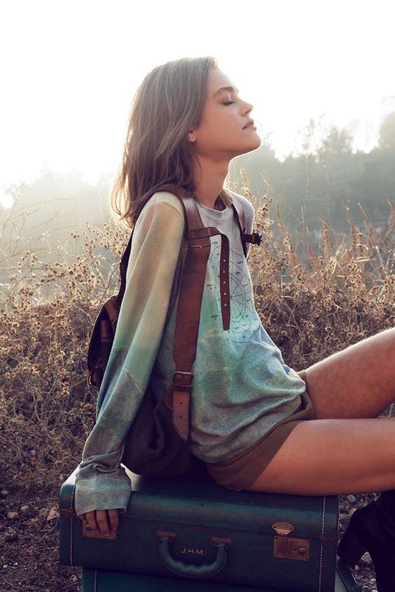女の子の為のアウトドアファッションのスナップ写真