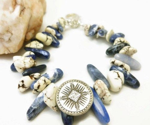 Bold and chunky natural Howlite white nugget and Sodalite stick nugget southwest style bracelet. A beautiful combination of natural white howlite and blue sodalite nugget stones. @dianesdangles #jewelry #southwest