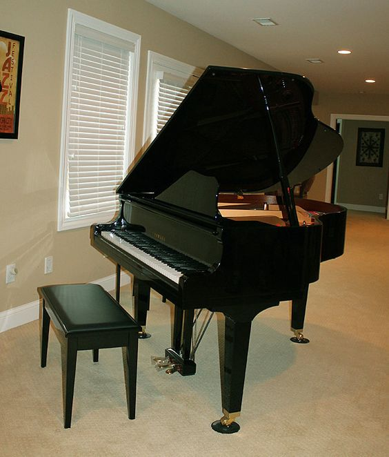 Outstanding yamaha baby grand piano w stool model gbi a for Yamaha black baby grand piano