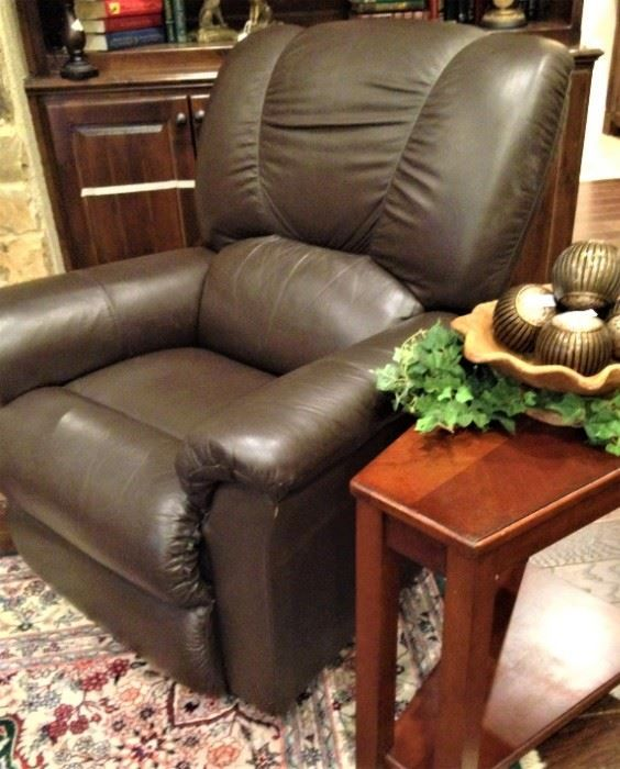 Leather Recliner And Side Table 1533 Cook S Crossing Tyler Tx 75703 Divide And Conquer Sale Starting This Thursday Febr In 2020 Leather Recliner Recliner Home Decor