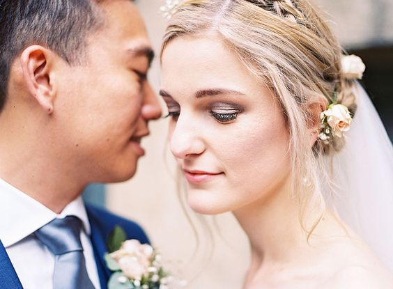 Wedding Makeup Lesson is based along the face technique, where women will demonstrate in each stage step by step. In other words, we can say that when you are able to define your style, it will be much easier.