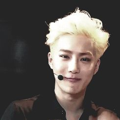 suho our fearless/cute leader (gif)