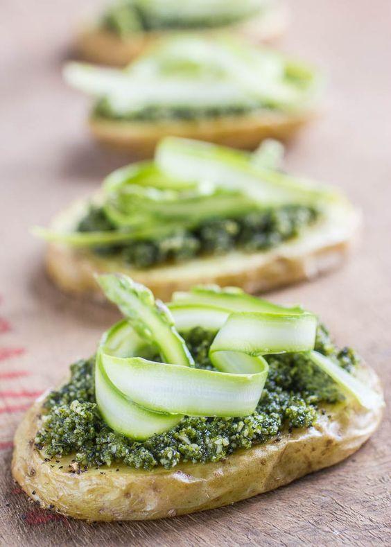 Potato slices with vegan pesto and asparagus