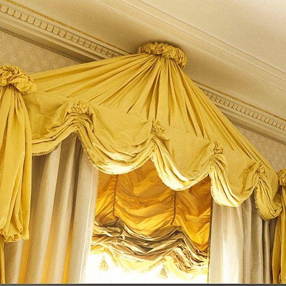 Я очень люблю ткани! Занавески, которые я выполнил для основной спальни в загородном доме. Сестра Людовика XVI видимо осталась бы довольна ( в продолжении моего комментария про кровать с балдахином вчера )! :)))) @elledecorationru #дизайн #декорирование #дизайнинтерьера #занавески #кириллистомин #выходныескирилломистоминым #kirillistomin @kirill_istomin #design #decorating #interiordesign #instadecor #decorating #curtains #decoratorontheweekend #iloveyellow