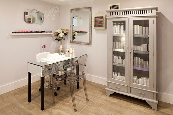Nail bar i need this cabinet to store my products in for Decoration armoire salon